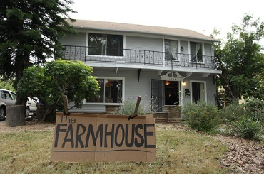 Farmhouse-conf-frontyard-sign-by-tj-nelson